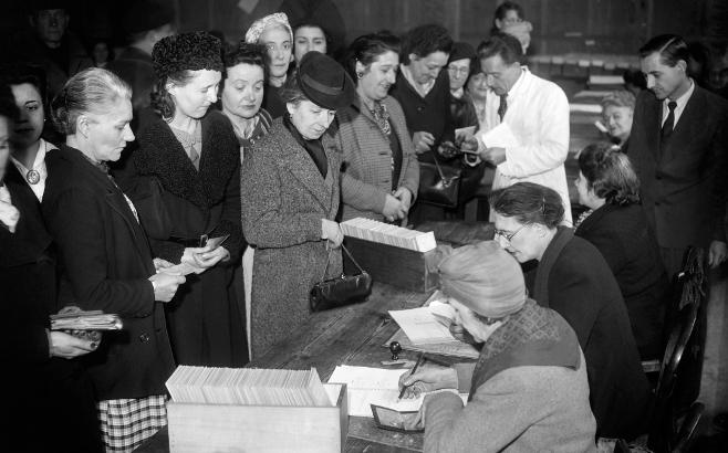 Vote des femmes fran,çaises en 1945